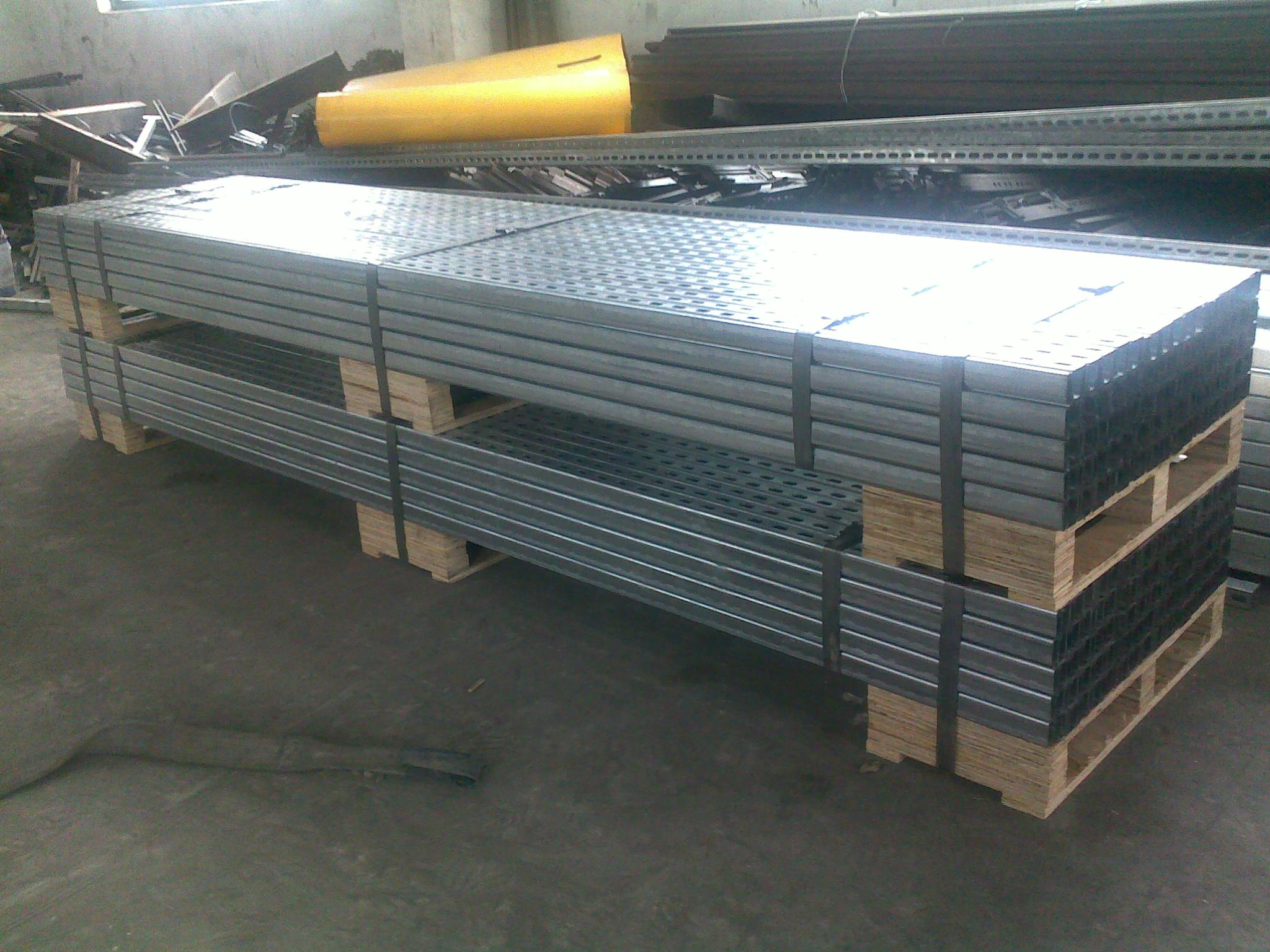 JIS G3101, SS400 Pre galvanized / Hot Dipped Galvanized C Channel of Mild Steel Products